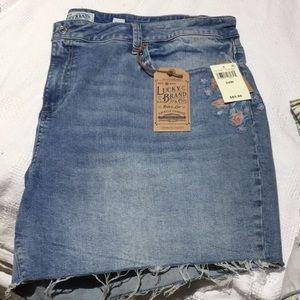 Lucky brand 24w jean flower short NWT perfect